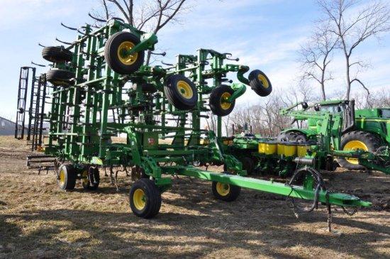 "'14 JD 2210 45'6"" field cultivator"