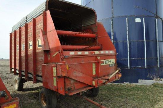 Gehl 940 silage wagon