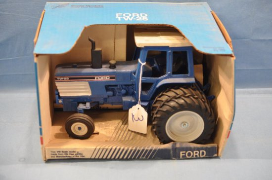 SPEC CAST 1/16TH SCALE FORD TW-25 TRACTOR, HEAVY DUST