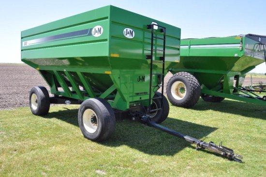 J & M 680 gravity wagon