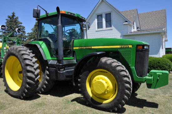 '97 JD 8200 MFWD tractor