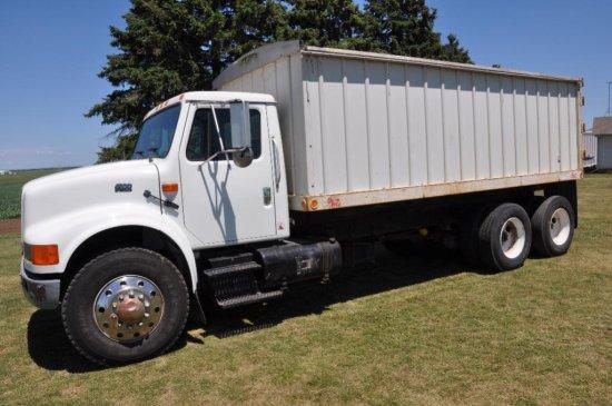'94 International 4900 tandem axle grain truck
