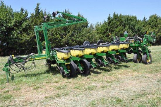 "'10 JD 1770NT 16 row 30"" planter"