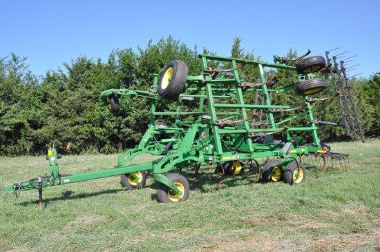'06 JD 2410 28' chisel plow