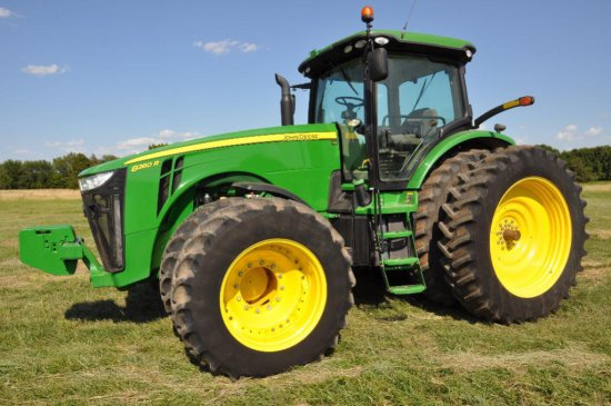 '11 JD 8260R MFWD tractor