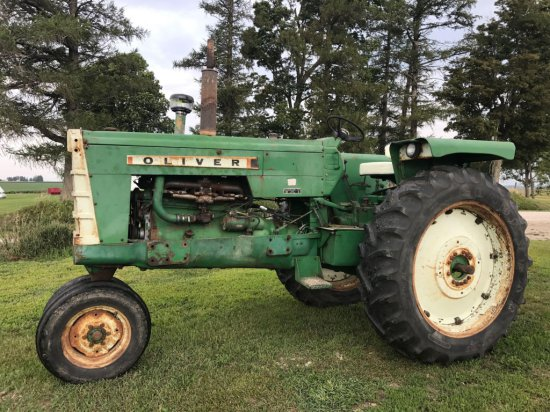 Oliver 1550 tractor