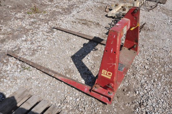 NH 80 3 pt. bale mover