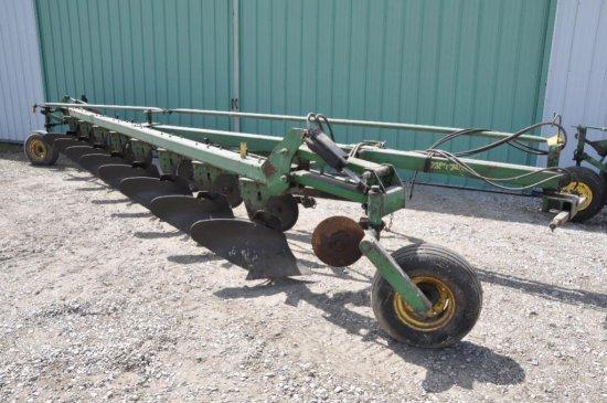 JD 2350-2450 8 bottom plow