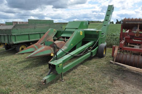 JD 300 pull type corn picker