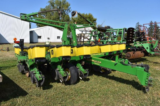 """'00 JD 1760 Conservation 12 row 30"""" wing fold planter"""