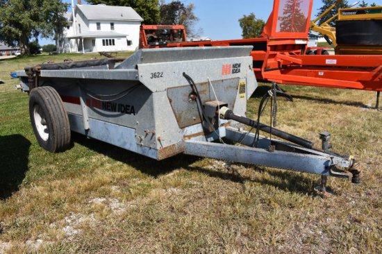 New Idea 3622 manure spreader