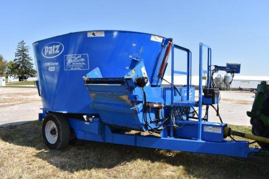 Patz 1200 Series 420 vertical mixer feed wagon