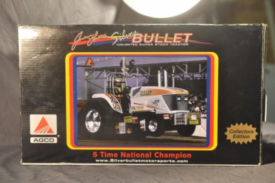 Spec Cast Gottman Toys 1/16th Scale Silver Bullet Pulling Tractor