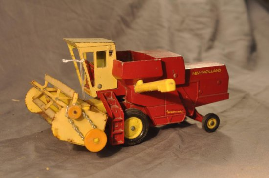 Ertl New Holland Combine