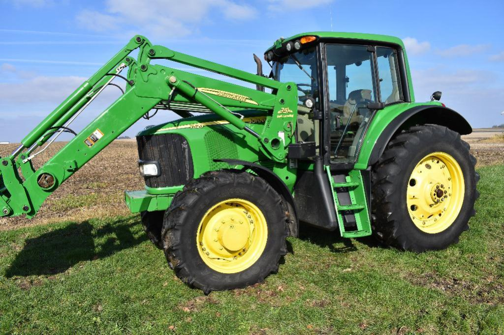 '06 JD 7520 MFWD tractor
