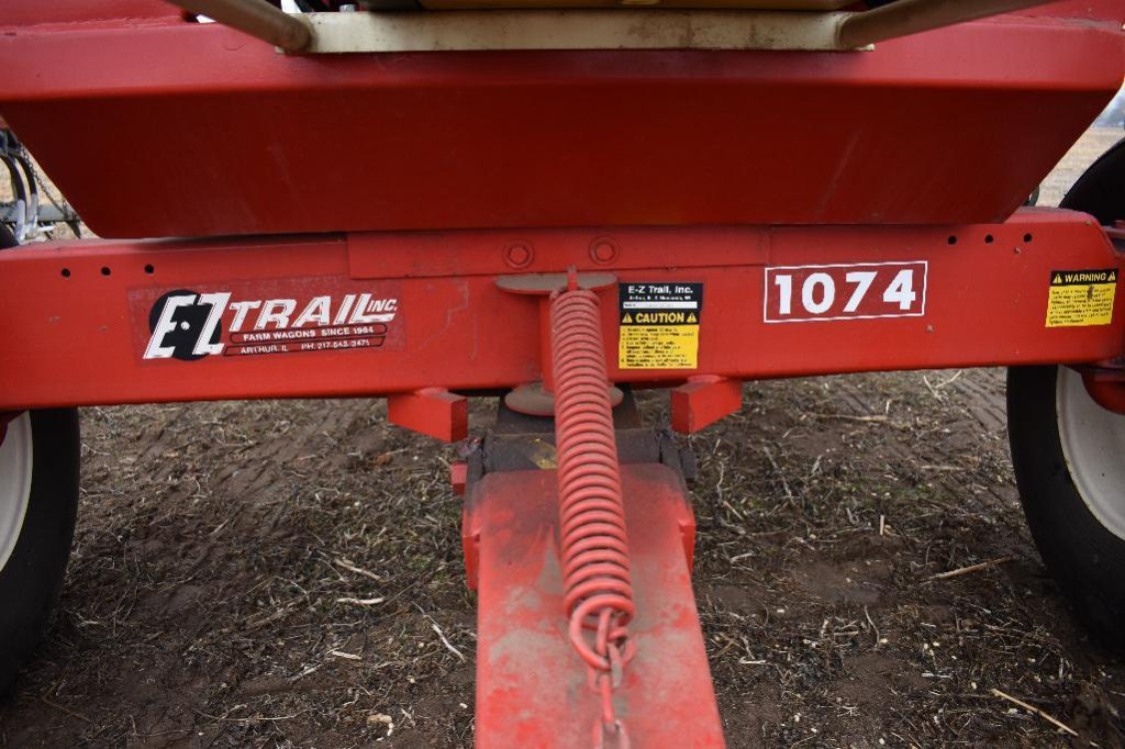 Lot: E-Z Trail 3400 dual compartment gravity wagon with 14