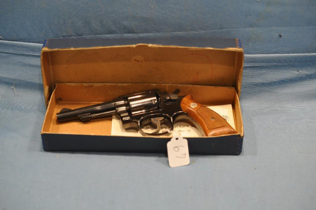 Smith & Wesson Model 10-7 38 S&W Special revolver