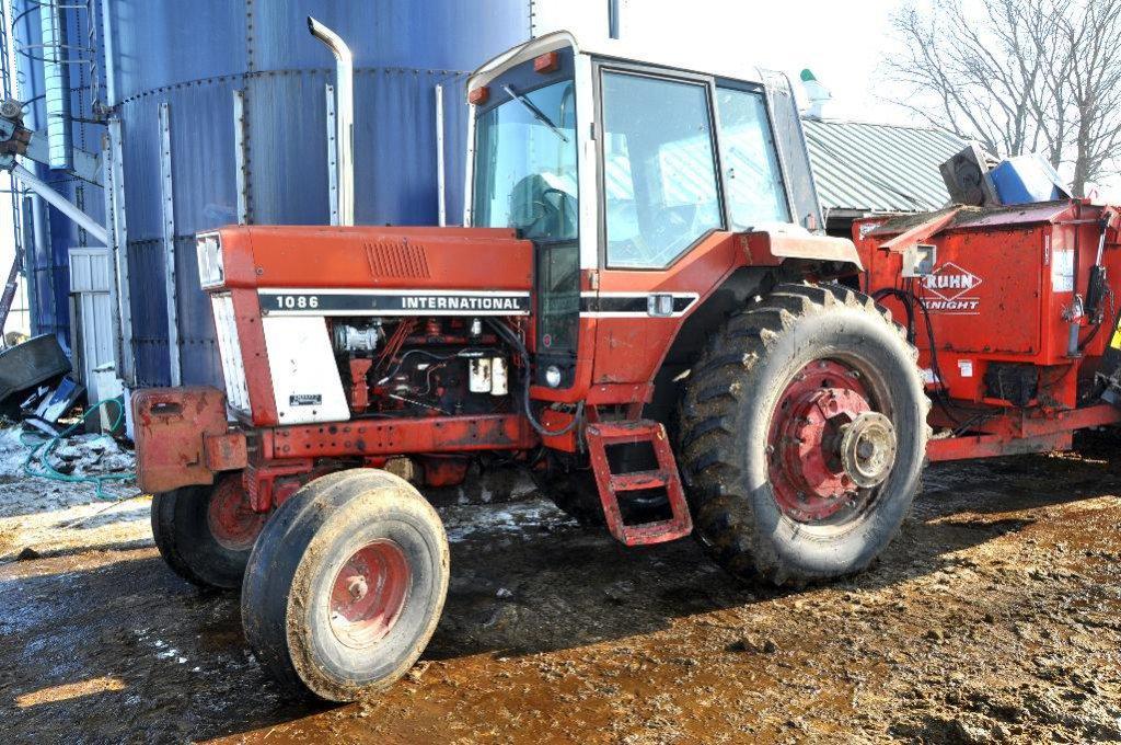 '76 IHC 1086 tractor
