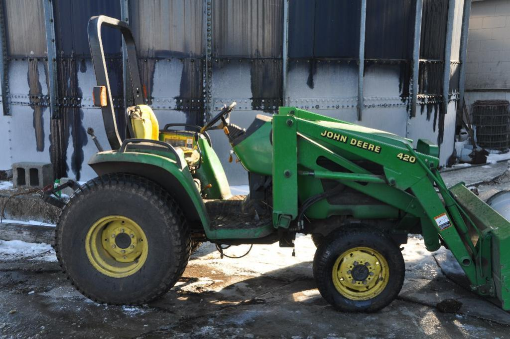 JD 4200 compact utility tractor