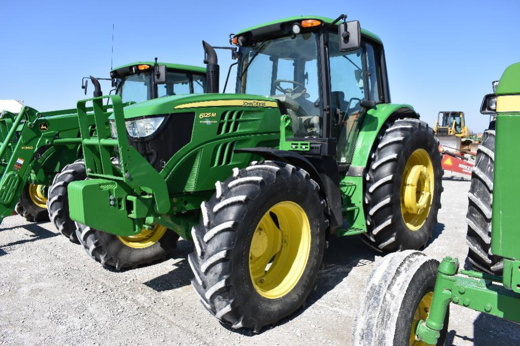JD 6125M MFWD tractor