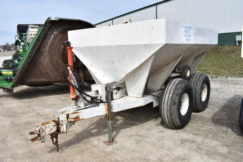 5-ton pull-type dry spreader