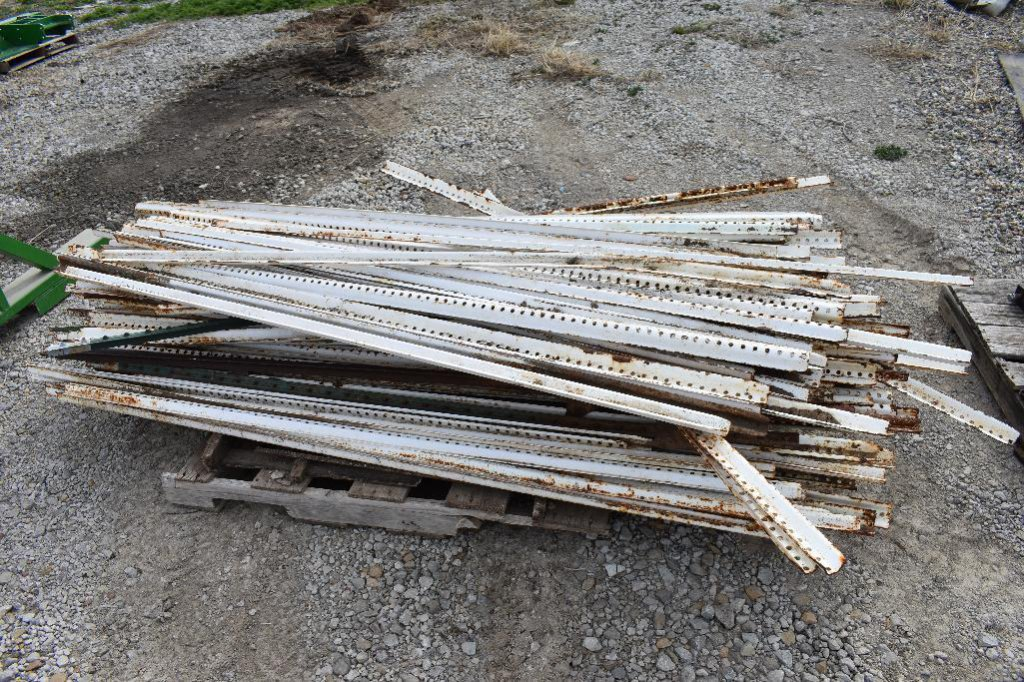 Pallet of assorted steel posts