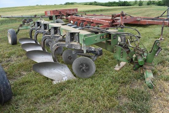 JD 2700 4-bottom variable width plow