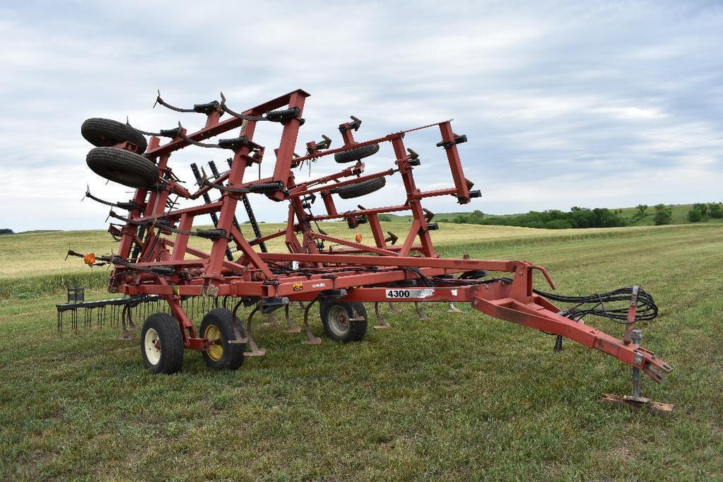Case-IH 4300 24' field cultivator
