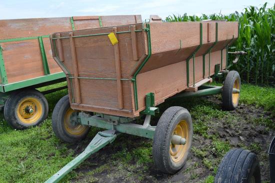 Wooden 10' flare box w/ John Deere 953 gear...and IH end gate seeder