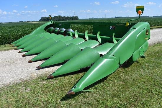 "'15 JD 608C 8 row 30"" StalkMaster chopping corn head"