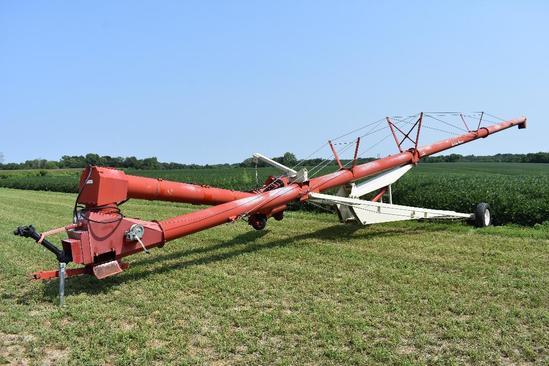 Buhler/Farm King 1370 swing away auger
