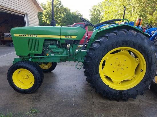 1981 John Deere 950 utility tractor