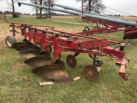 International Harvester 720 5-bottom plow