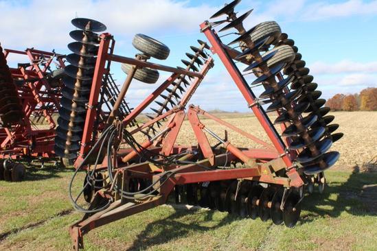 International Harvester 490 28' disk