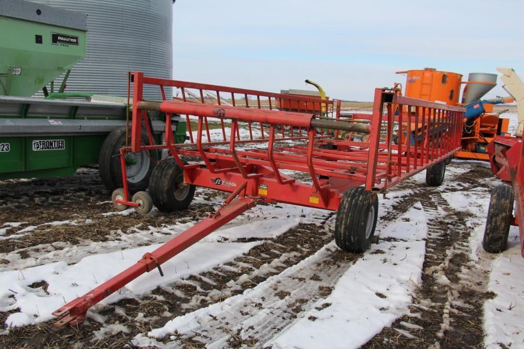 Lot: EZ-Trail CF890 20' hay carrier-feeder wagon | Proxibid