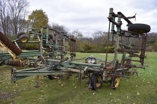 John Deere 1000 24' field cultivator
