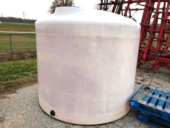 2,000 gal. poly tank