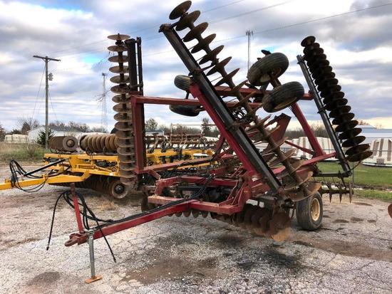International Harvester 496 32' disk