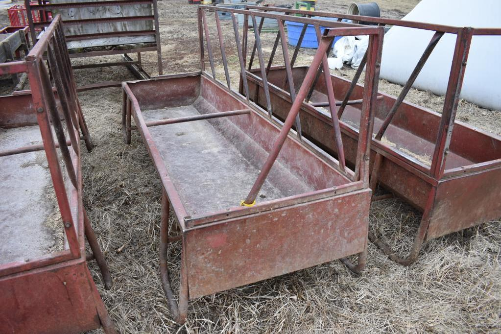 Fence line feed bunk