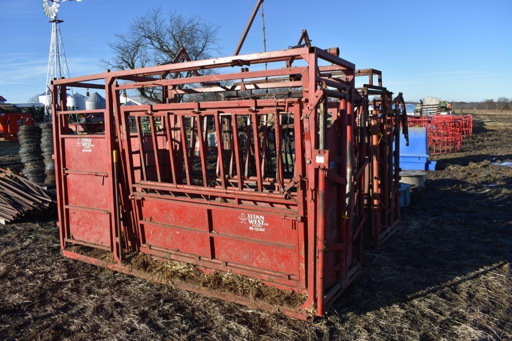 2006 Titan West cattle catch chute