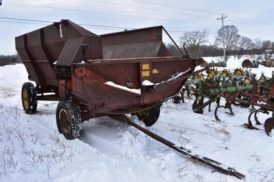 FarmHand 8' x 12' silage wagon