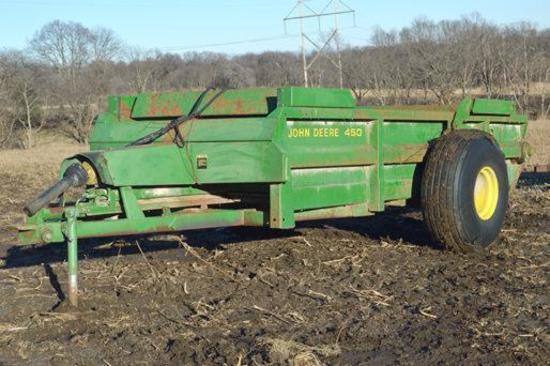 John Deere 450 hydra-push manure spreader