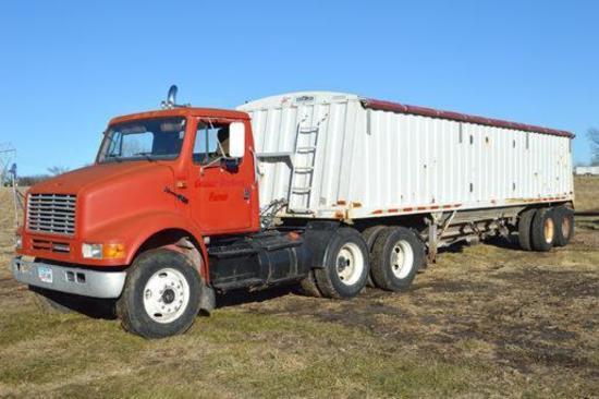 1993 International Harvester 8100 daycab truck