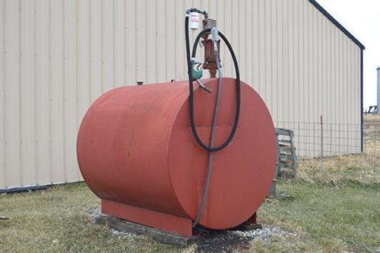 1000 gal. fuel tank w/Bennett electric pump