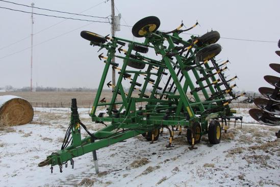 """2001 John Deere 980 28'6"""" field cultivator"""