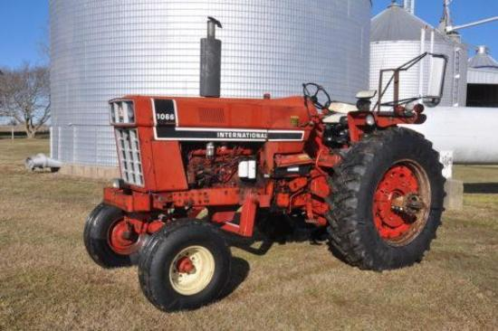 1975 International Harvester 1066 2wd tractor