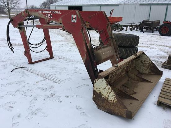 IH 2350 loader