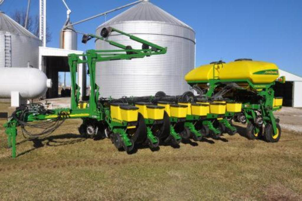 "2013 John Deere 1770NT CCS 16 row 30"" planter"