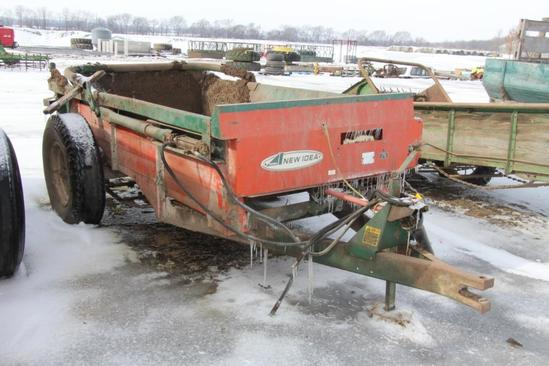 New Idea single axle manure spreader