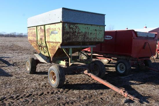 Parker 225 225 bu. Gravity wagon on Hiniker gear